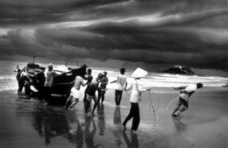 Vietnam (pulling boat ashore)