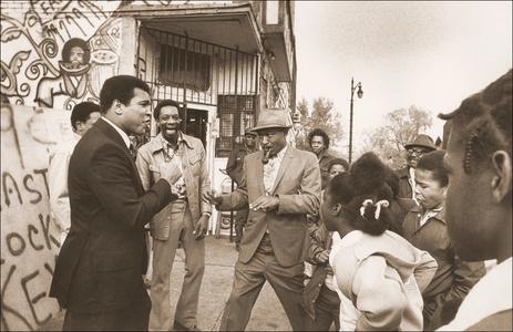 Muhammad Ali with his Fans (Detroit, MI)