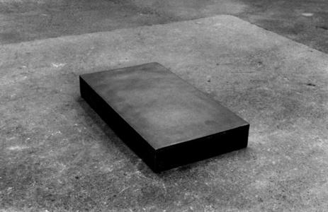 Gres 1985, socle du musée Rodin, Meudon supportant Jean d'Aire, gres 1900