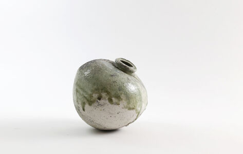 Natural ash glaze round pot