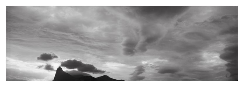 Corcovado entre nuvens