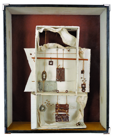 Marta Morandi, 'Blanca con colgantes'