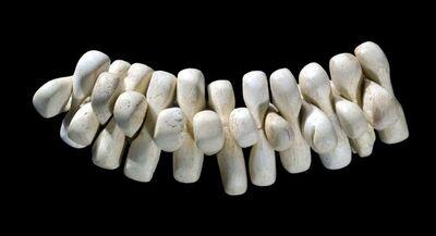 'Parure composée de 27 perles (String of 27 beads)'