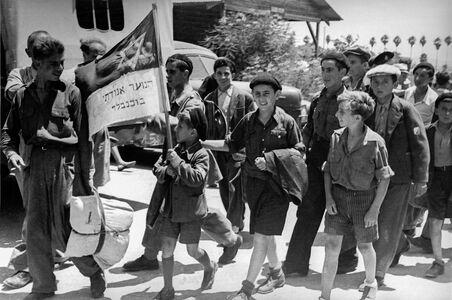 Tim Gidal, 'Jewish youths arriving in Palestine from Buchenwald', 1945