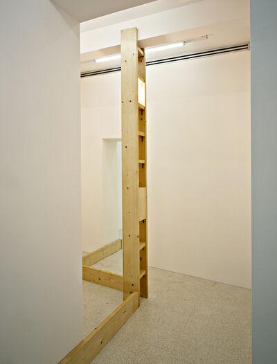 Vito Acconci, 'Due o tre strutture che s'aggancino a una stanza per sostenere un boomerang politico', 1978