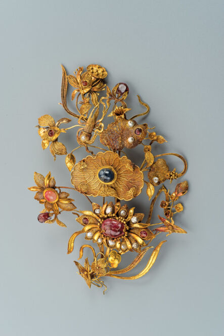 Unknown Artist, 'Gold Leisi Filigree Hairpin with Lotus and Shen Instrument Design and Precious Stone Inlay', Qing dynasty (1644–1912)