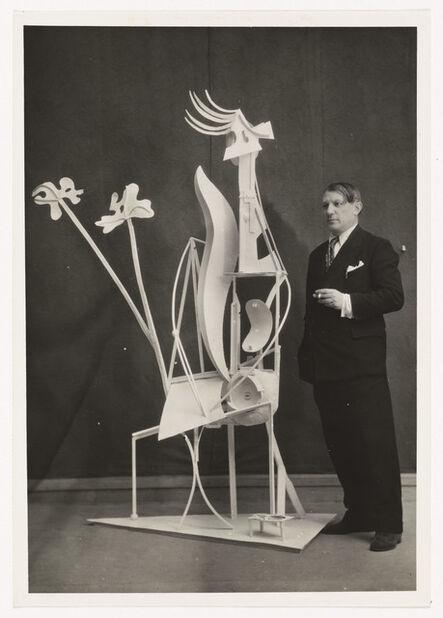 "Pablo Picasso, 'Picasso in front of ""La femme au jardin""', 1932"