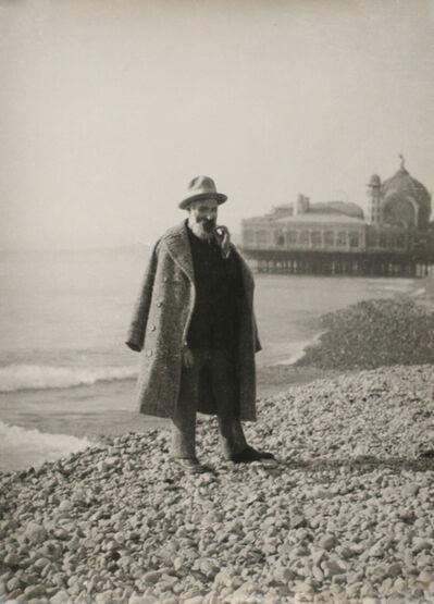 Constantin Brâncuși, 'Constantin Brancusi sur la plage de Nice (au fond le casino de la jetée-promenade)', 1928