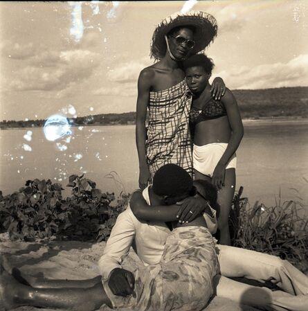Malick Sidibé, 'Les Retrouvailles au bord du fleuve Niger', 1974