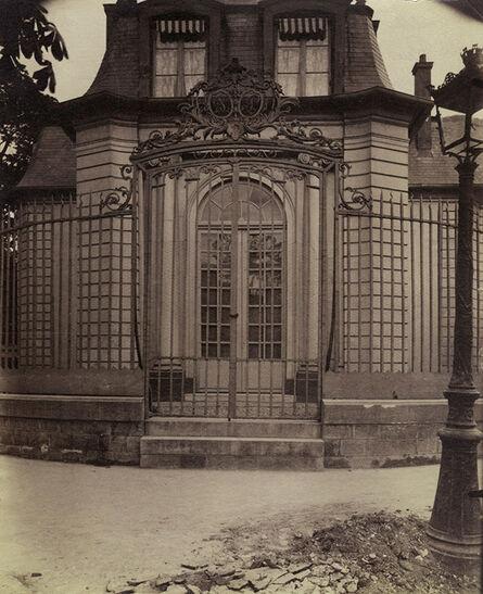 Eugène Atget, 'Grille de l'ancien pavillon de chasse de Philippe-Égalité (Hospice Debrousse), 148 rue de Bagnolet. Paris 20', 1900/1900