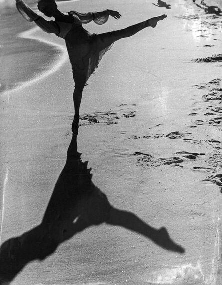 Thomaz Farkas, 'Bailarina na praia, Rio de Janeiro', 1946