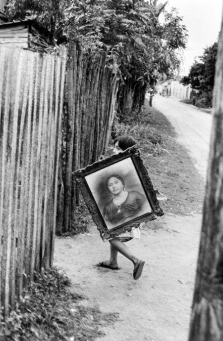 Henri Cartier-Bresson, 'Niño sosteniendo foto / Child Holding Picture, Mexico', 1964