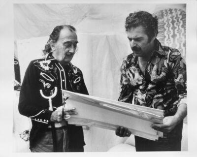 M. Gerlach, 'Salvador Dalì con Posar', 1974