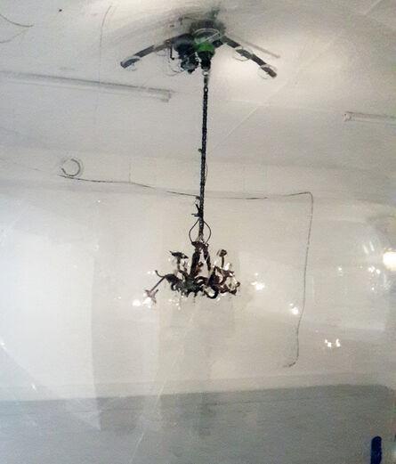 Vivien Roubaud, ' Gonflable, contrepoids, transmission scooter électrique, lustres à pampilles,  collecteur tournant, chaîne de moto, vingt-quatre volts,,', 2015