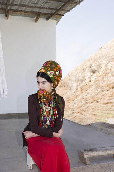 Herlinde Koelbl, 'Frau in turkmenischer Alltagstracht in Neu-Nisa,', 2018
