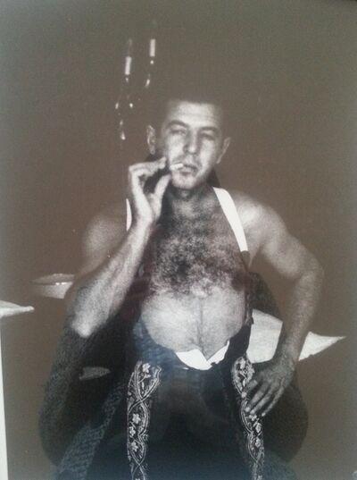 Lucien Clergue, 'Antonio Ordoñez s'habiile à l'Hôtel Nord Pinus', 1963