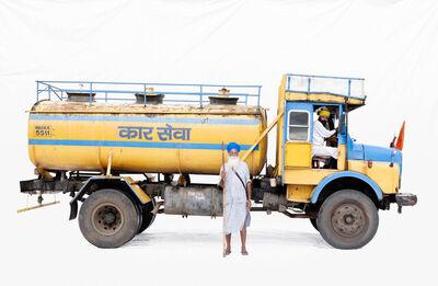 Martin Roemers, 'Tata 1613 water tanker; Truck driver Harpal Singh, guard Tail Singh (Asangaon, Maharashtra)', 2019