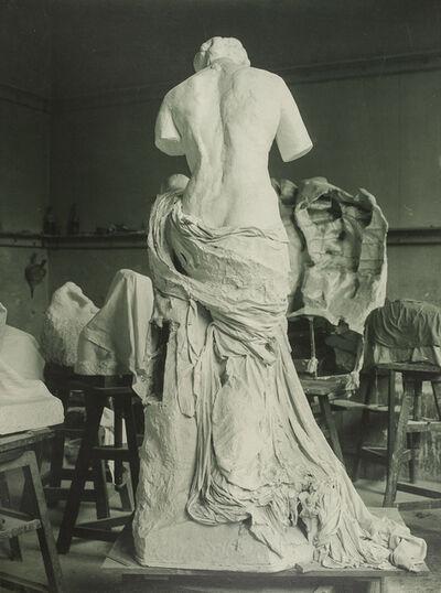 Jacques-Ernest Bulloz, 'La Muse Whistler dans l'atelier du Dépôt de marbres (La Muse Whistler in the Dépôt des marbres studio)', 1908