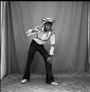Malick Sidibé, 'Regardez mon beau chapeau', 1969