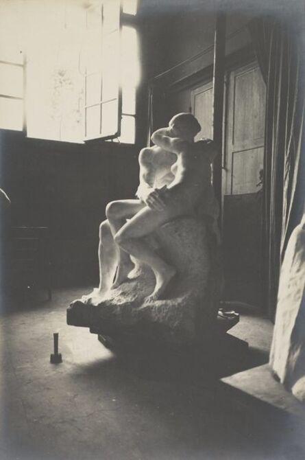 Eugène Druet, 'Le Baiser en marbre dans l'atelier du Dépôt des marbres (The Kiss in marble in the Dépôt des marbres studio)', c. 1898