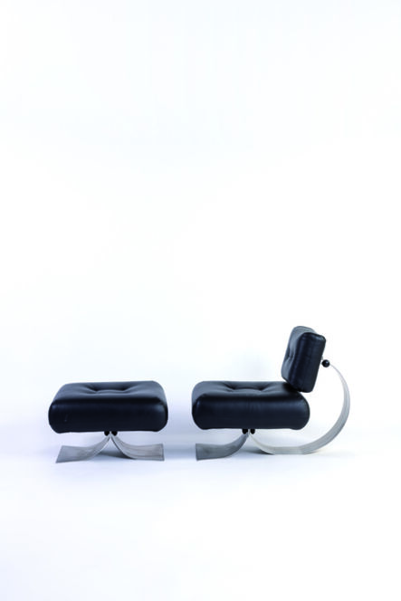 Oscar Niemeyer, 'Alta armchair and ottoman in steel, plastic and leather', vers 1970