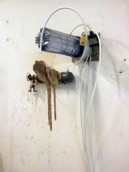 Vivien Roubaud, 'Eau courante, CO2, marbre blanc, régulateur de perfuseur, prélèvements de stalactites cal- caires, diffuseur ultrasonique', 2014