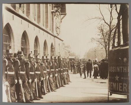 Eugène Atget, 'Gardes R'publicains devant le Palais de Justice (Republican Guards in front of the Palais de Justice)', 1898-1900