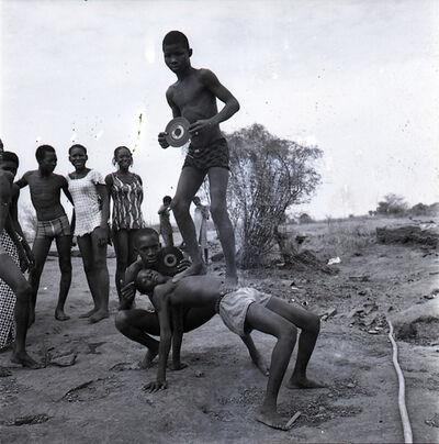 Malick Sidibé, 'Pique nique à la chaussée', 1972
