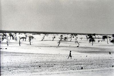 Sebastião Salgado, 'This used to be the Large Lake Faguibine [Boy/Dry Lake]', 1985
