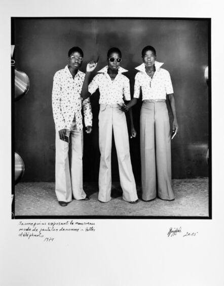 Ambroise Ngaimoko, 'Mannequins exposant le nouveau mode de pantalon dénommé le Pattes d'éléphant', 1974