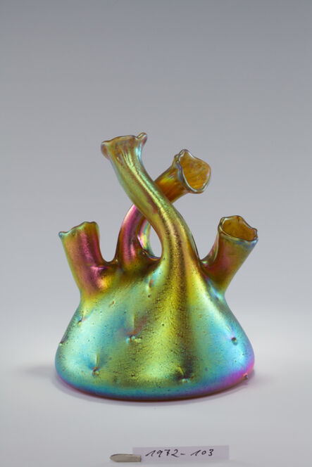 'Vase mit vier gebogenen Hälsen', 1904