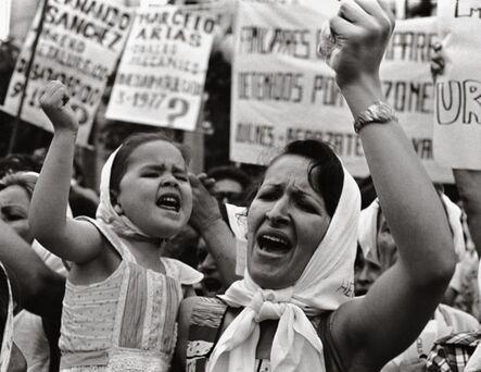 Adriana Lestido, 'Mother and daughter from Madres de Plaza de Mayo(Vintage print) | Madre e Hijas de Plaza de Mayo (Copia de época)', 1982