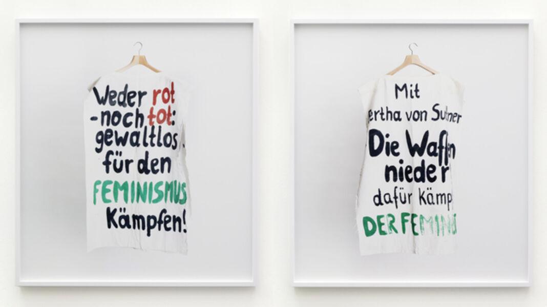 """Annette Kelm, 'Institut für Zeitgeschichte-Archiv, Bestand Hannelore Mabry/ Bayerisches Archiv der Frauenbewegung, Signatur ED 900, Box 403 Nr. 2. Körperüberhang: """"weder rot noch tot: gewaltlos für den Feminismus kämpfen!"""" / """"Mit Bertha von Suttner - Die Waffen nieder! Dafür kämpft DER FEMINIST""""', 2014"""