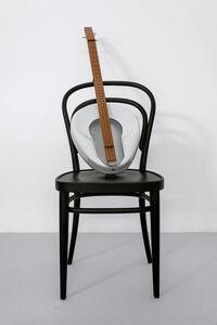 Haim Steinbach, ' Untitled (Thonet chair, Jackson guitar)', 2019