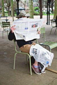 Paulien Oltheten, 'Reading the news', 2017