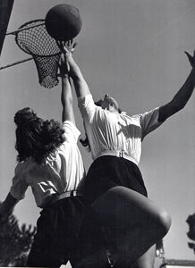 Pasquale de Antonis, 'Young girls playing basketball GUF di Pescara', 1934