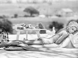 Terry O'Neill, Audrey Hepburn by the Pool