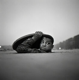 Gordon Parks, The Invisible Man, Harlem, New York (32.005)