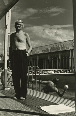 Helmut Newton, David Hockney, Piscine Royale, Paris, France