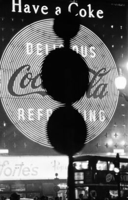 William Klein, Piccadilly, London (Have a Coke)