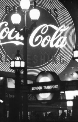 William Klein, Piccadilly, London (Coca Cola)