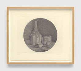 Grande natura morta circolare con bottiglia e tre oggetti (Large circular still life with bottle and three objects)