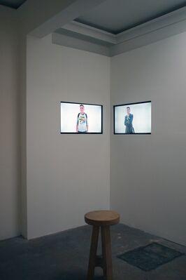 Lo que sucede, installation view