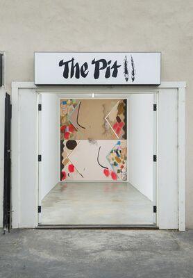Screen Jaw Door Arch Prism Corner Bed, installation view