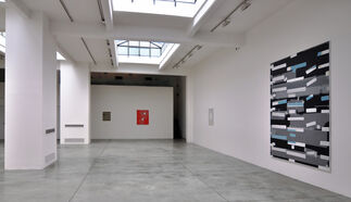 """Kees Goudzwaard """"Setting for White"""", installation view"""