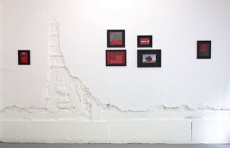 """Stephen Dean & Anne Deleporte : """"Black and White and Red All Over"""" curated by Sara Reisman, installation view"""