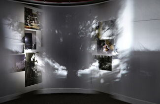 Simon Lee: MOTHER IS PASSING. COME AT ONCE, installation view