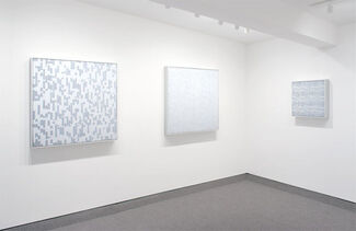 Tara Donovan : Compositions (Cards), installation view