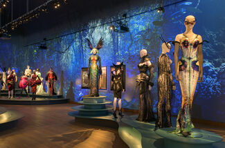 Thierry Mugler: Couturissime, installation view