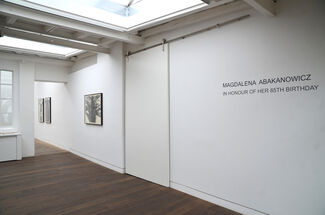Magdalena Abakanowicz. In Honour of her 85th Birthday, installation view